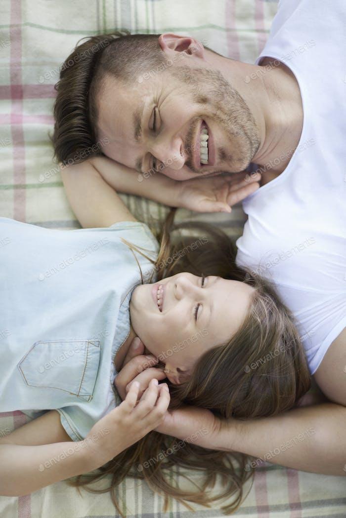 Glücklicher Tag für Vater und Tochter