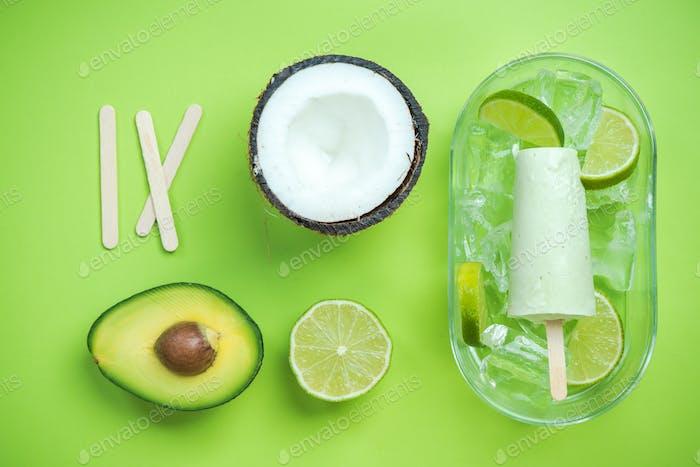 Avocado, Kokosnuss und Limette Eis am Stiel