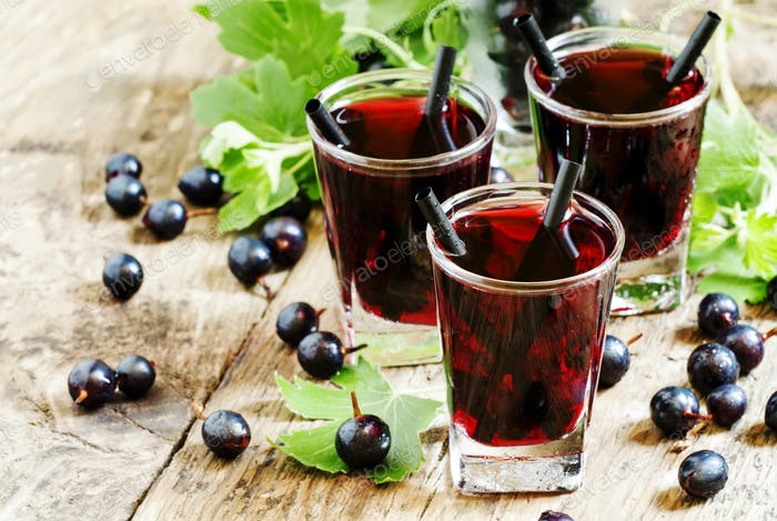 Black currant cocktail with berries