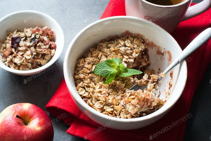 Crumble pie with apples and plum