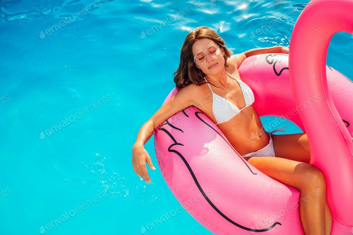 Summertime is for suntanning