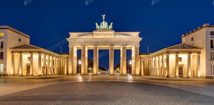 Panorama of the Brandenburger Tor at night