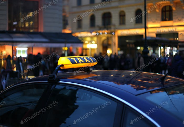 Taxi Schild in der Nacht