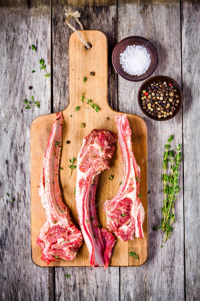 Raw lamb cutlets with salt, pepper and thyme