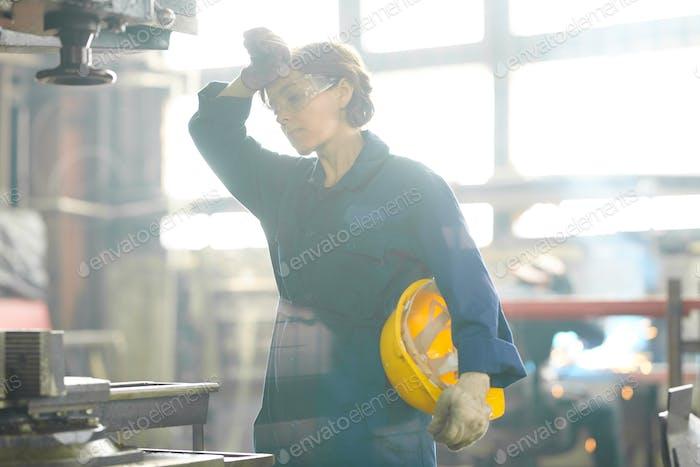 Müde weibliche Arbeiter