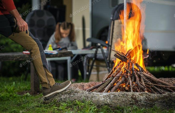 Camping con fogata