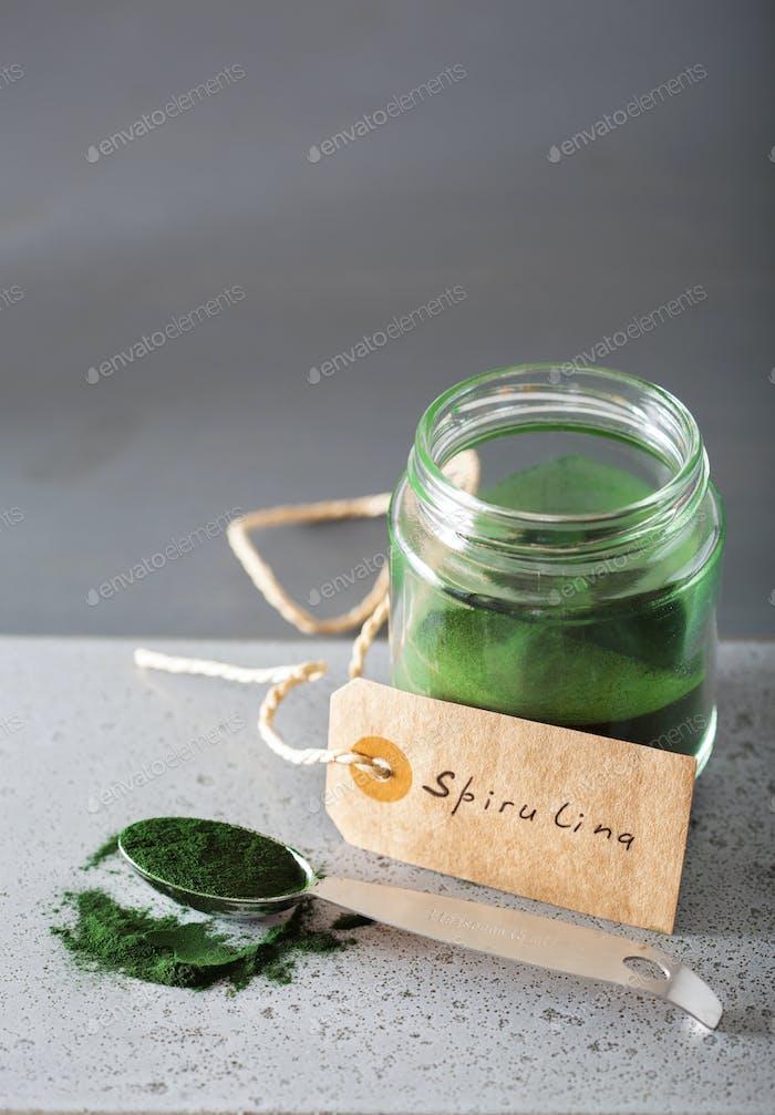 Spirulina Pulver gesunde Nahrungsergänzungsmittel
