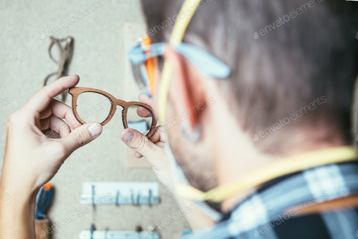 Man producing glasses