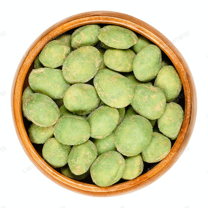 Wasabi peanuts in wooden bowl
