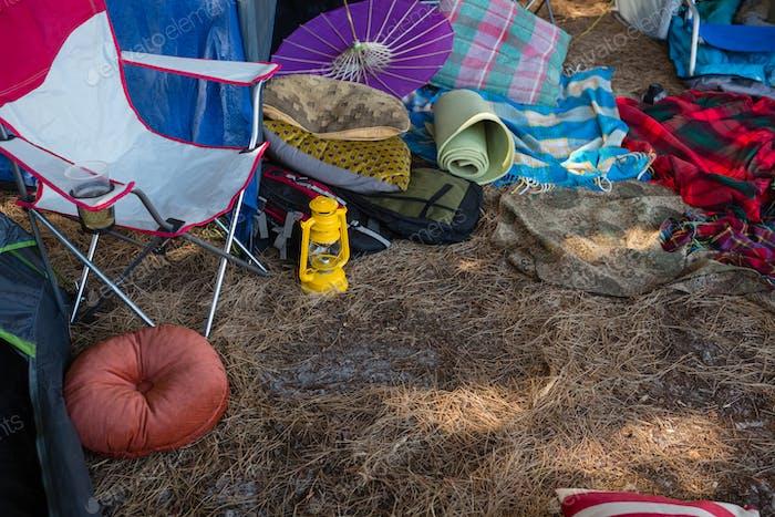 Campingausrüstung im Park