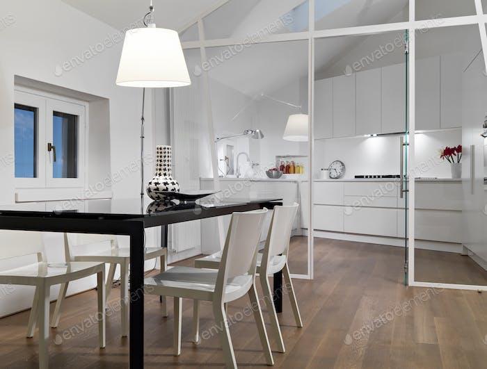 Интерьеры современной столовой в мансарде