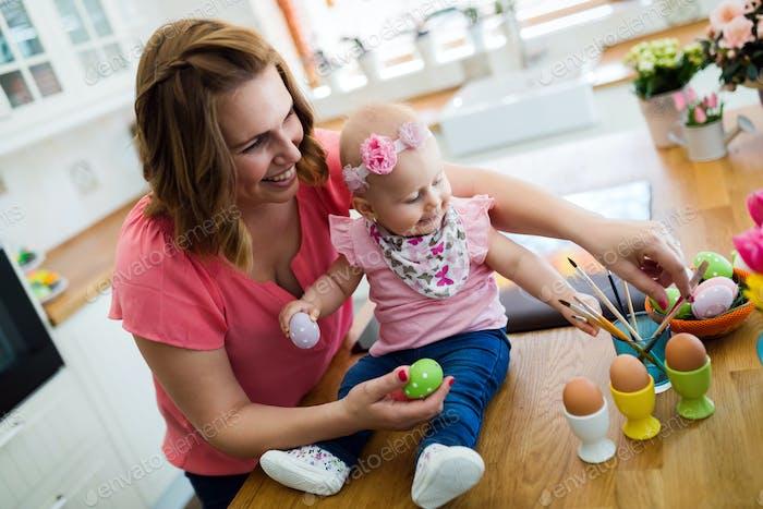 Mutter und ihr Baby Malerei Ostereier