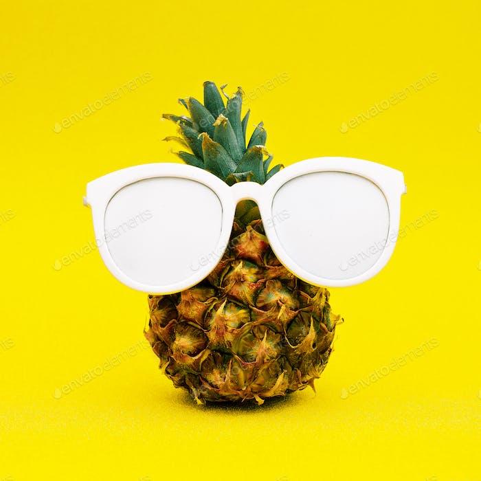 Sonnige Ananas. Minimale Kunst