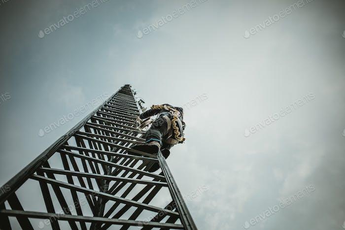 Telecom Worker Kletterantennenturm
