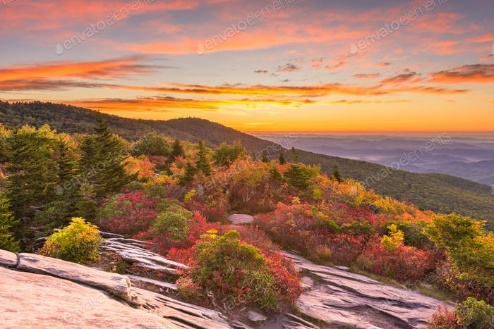 Grandfather Mountain, North Carolina, USA autumn dawn from Rough