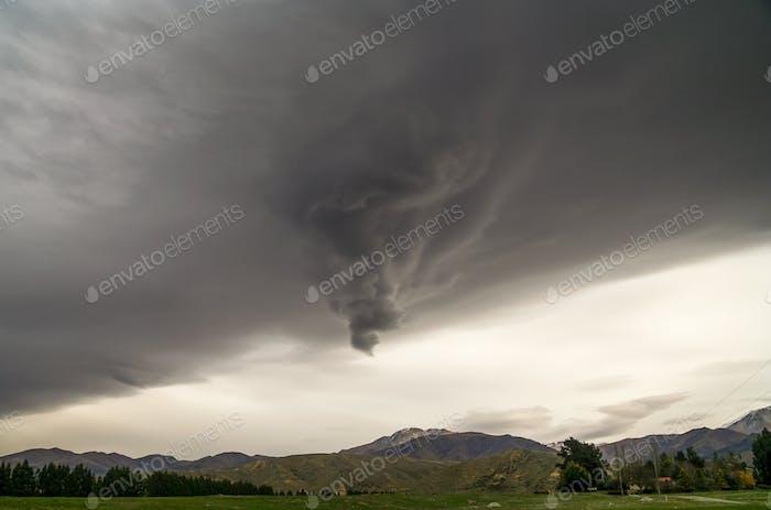 Seltsame stürmische Wolken