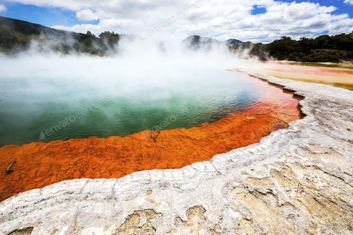 heißen glitzernden See in Neuseeland