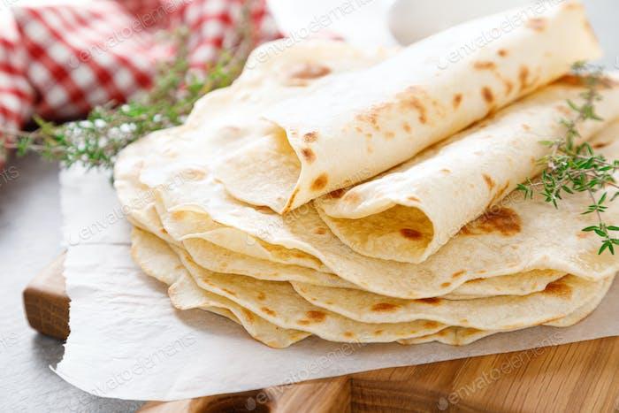 Indisches Fladenbrot Chapati, dünnes Lavasch, Pita