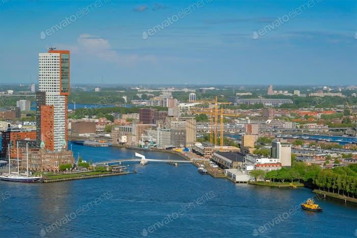 Blick auf Rotterdam Stadt und Nieuwe Maas Fluss