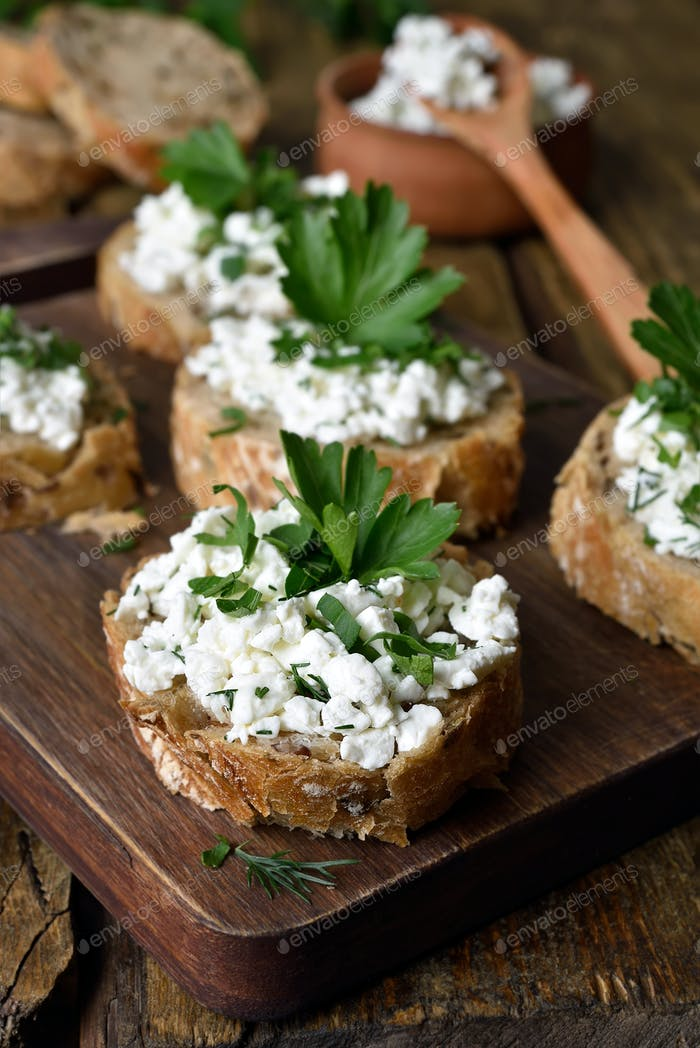 Curd cheese on bread, healthy sandwiches