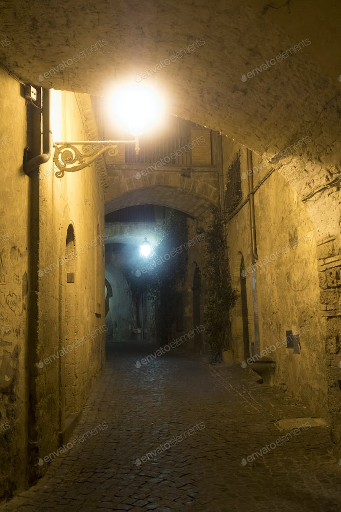 Orvieto (Umbria, Italy), old street by night