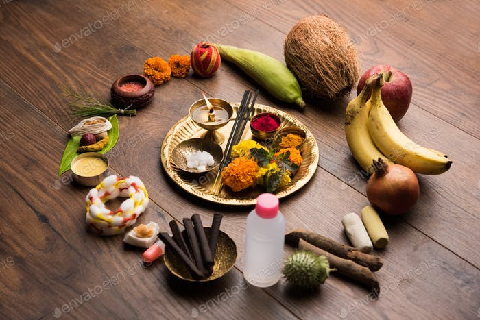 Pooja Elemente für die Anbetung des hinduistischen Gottes