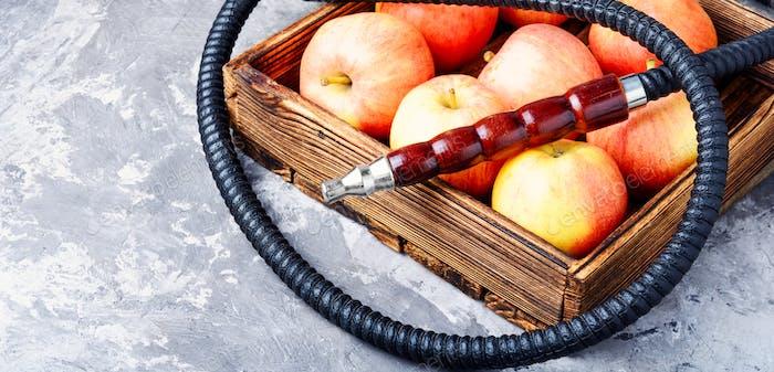 Wasserpfeife mit Apfel zum Entspannen