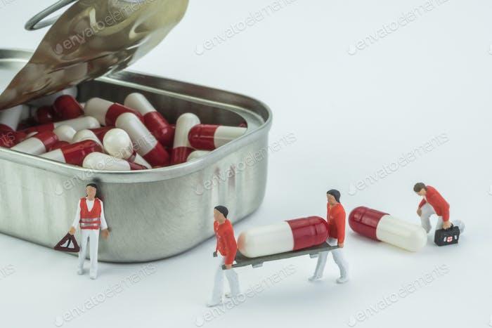 Models mini nurses transport a capsule in stretcher