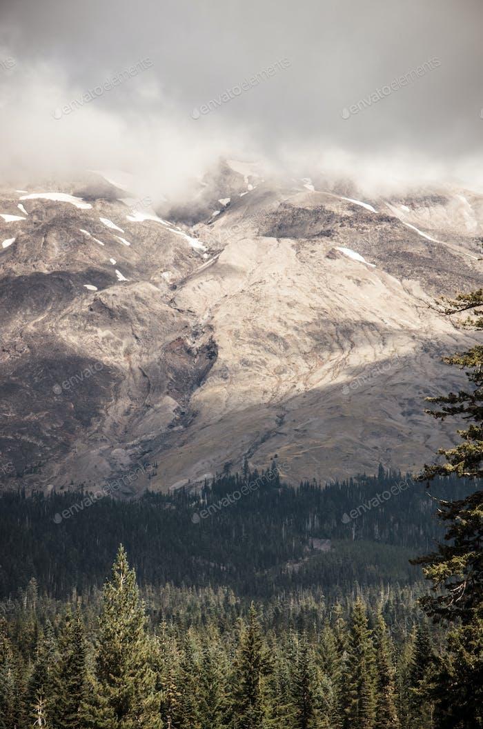 Mount Saint Helens Perfil nublado