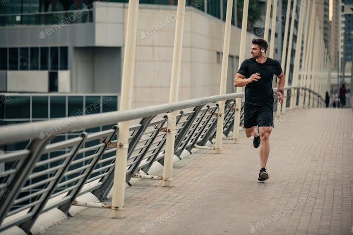 Correr hacia sus metas de fitness