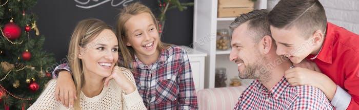Молодые родители с детьми