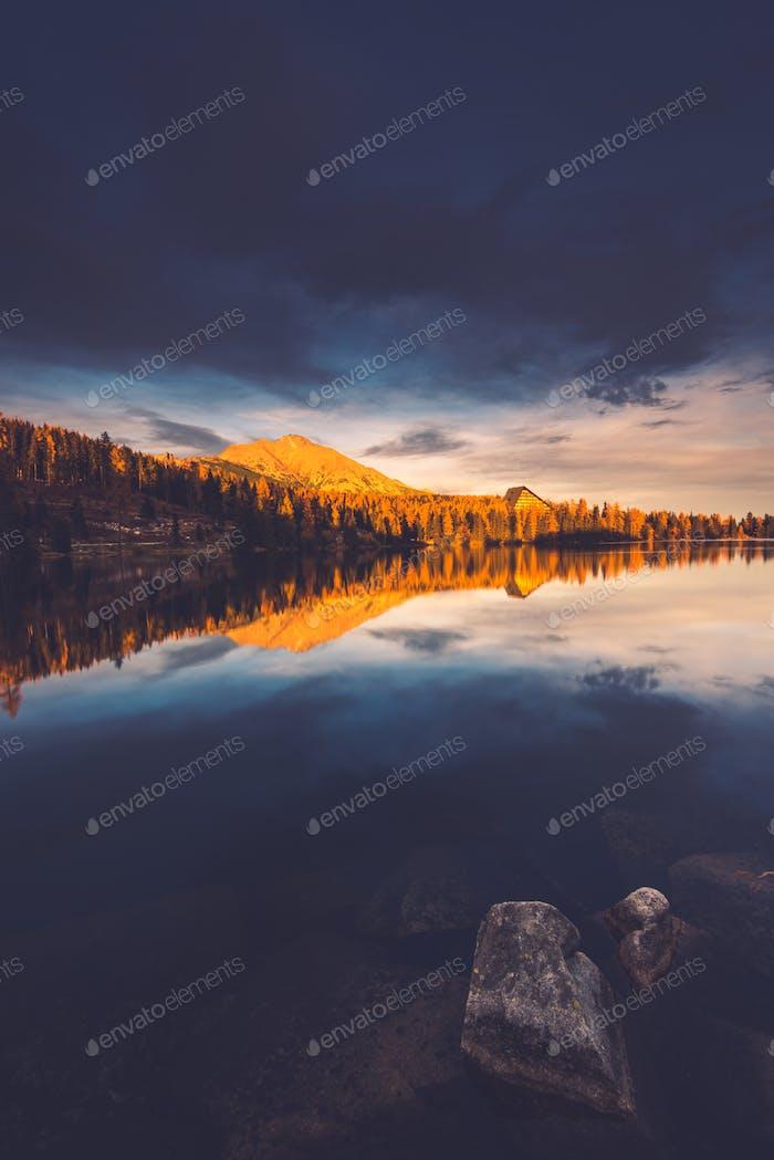 Strbskie Pleso Lago en Eslovaquia montañas Tatra
