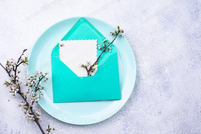 Federtisch-Einstellung mit Umschlag