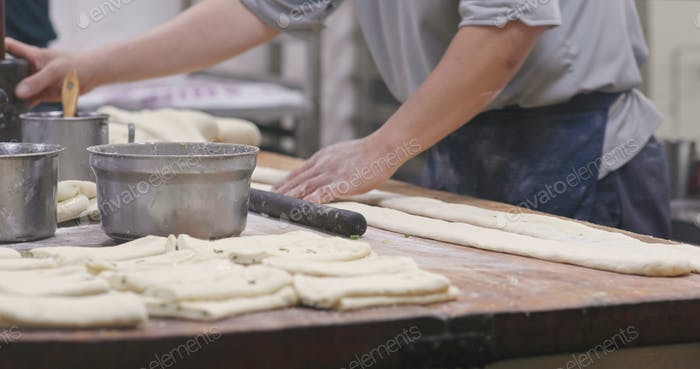 Meister machen Grill Sesambrot im Restaurant