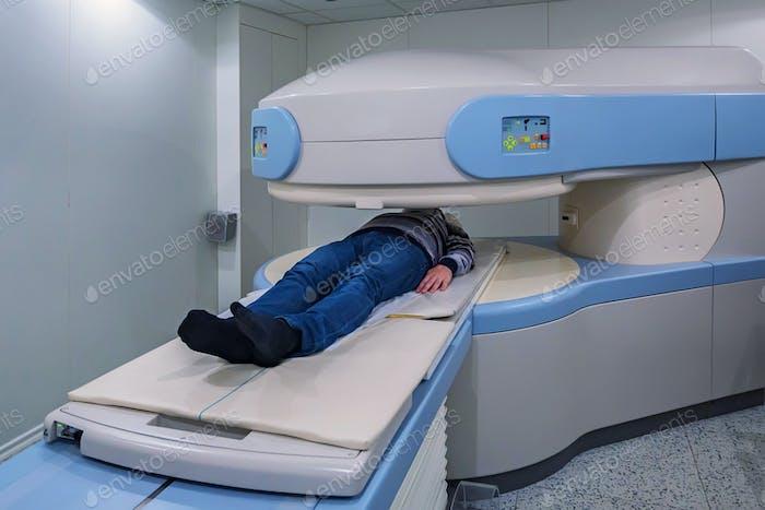 Moderner MRT Scanner im Krankenhaus