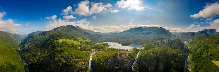 Schöne Natur Norwegen. Latefossen Wasserfall Odda Norwegen.