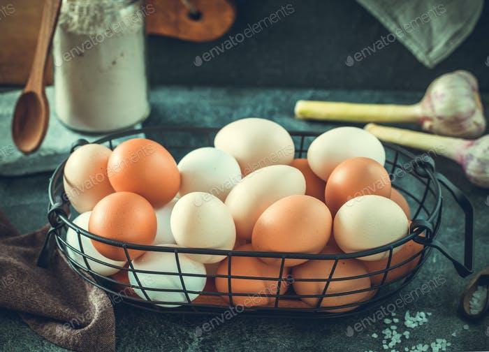 Eggs in wire basket horizontal