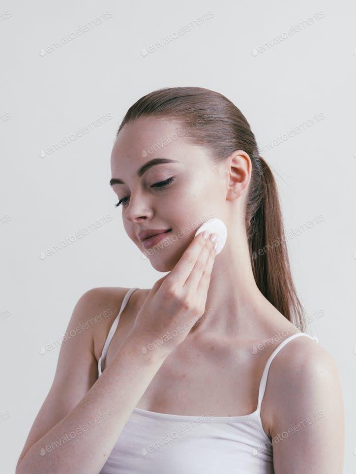 Wattepad Frau kosmetische Konzept clen Haut Make-up Schönheit Gesicht