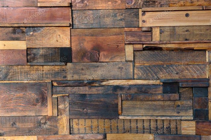 Gebeizte und verwitterte Holzbretter