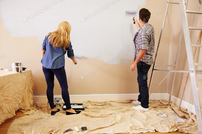 Пара украшения номер с помощью красок роликов на стене
