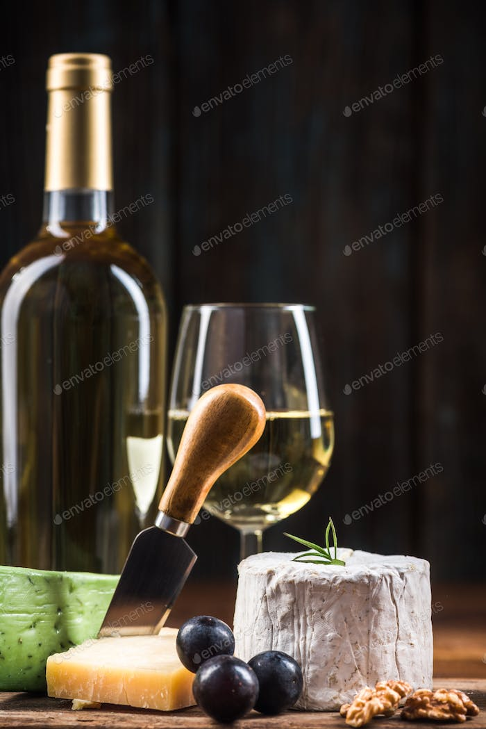 Serving cheese with wine and grapes