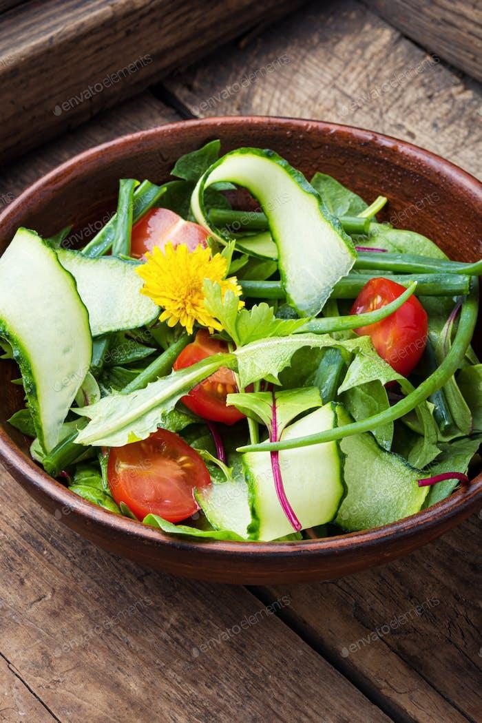 Frühlings-Löwenzahn-Salat