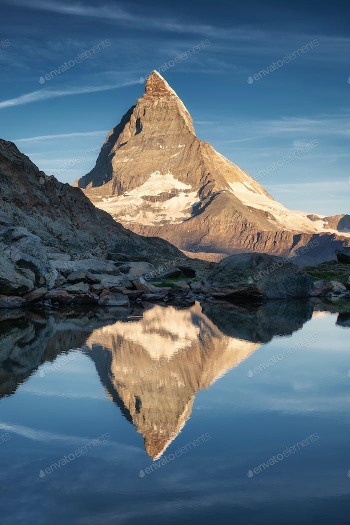 Matterhorn, Schweiz. Berg und See. Reise-Bild