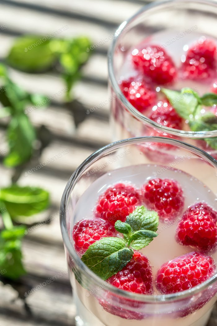 Sparkling Raspberry - Limoncello Cocktail