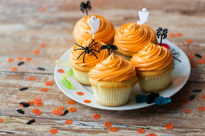 halloween party decorated cupcakes on plate