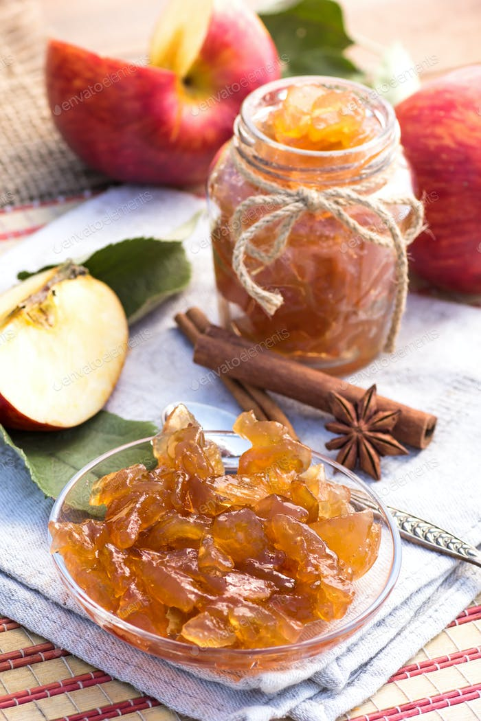Apple preserves with cinnamon