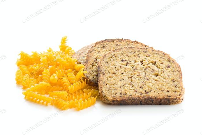 Glutenfreies Brot und Pasta.