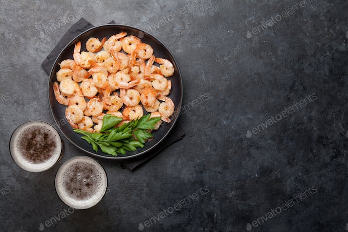 Draft beer and grilled shrimps