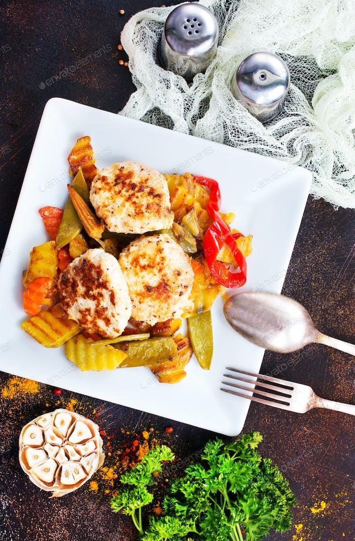 gebackenes Gemüse mit Schnitzel
