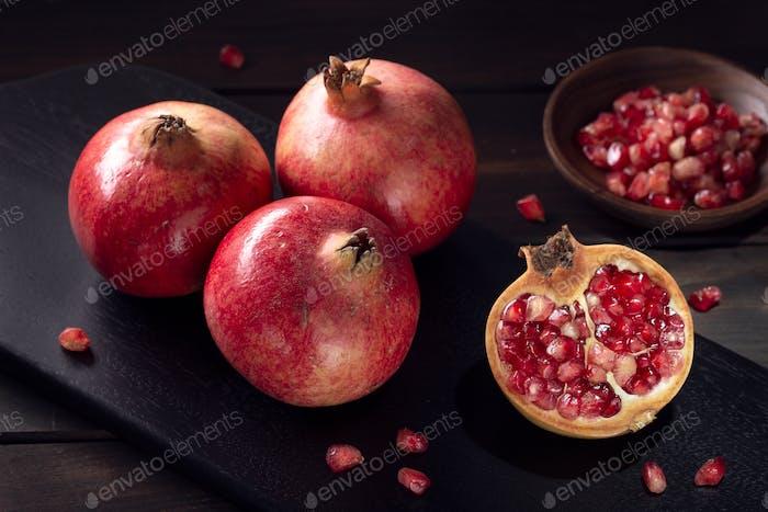 Frische Granatäpfel